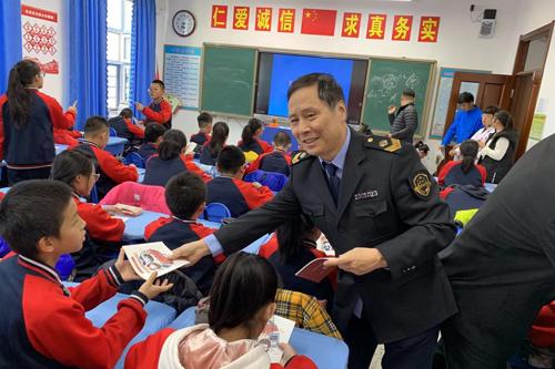 哈尔滨市局开展医疗器械进校园公益宣传活动